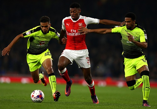 LONDON, ENGLAND - OCTOBER 25: Jeff Reine-Adelaide of Arsenal (C) is put under pressure from Tennai Watson of Reading (L) and Dominic Samuel of Reading (R) during the EFL Cup fourth round match between Arsenal and Reading at Emirates Stadium on October 25, 2016 in London, England. (Photo by Ian Walton/Getty Images)